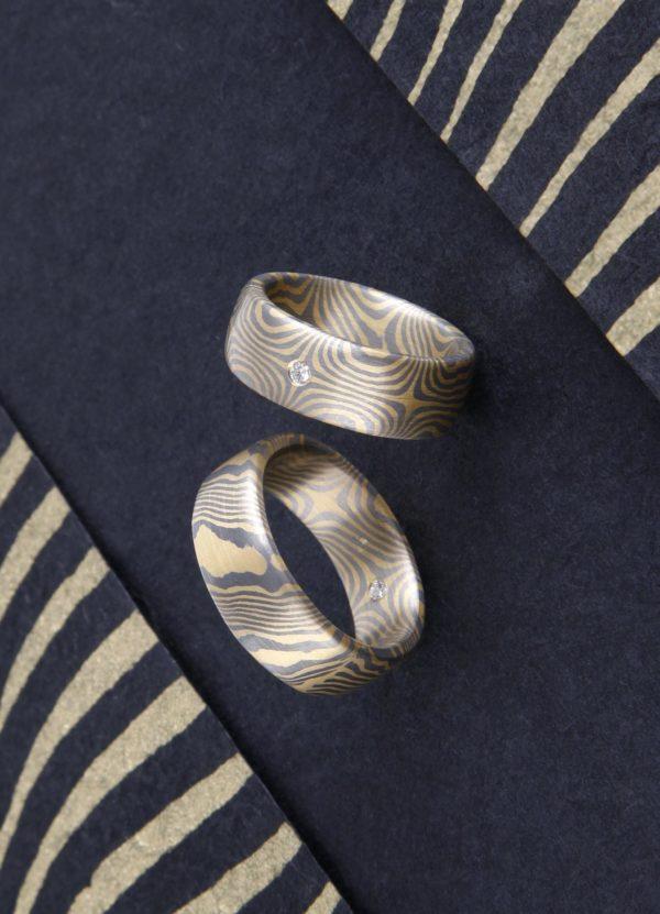 Mokume Gane Ringe eineinhalbfach Damaszierte Mokume Gane Ringe mit Brillant in Gold und Palladium