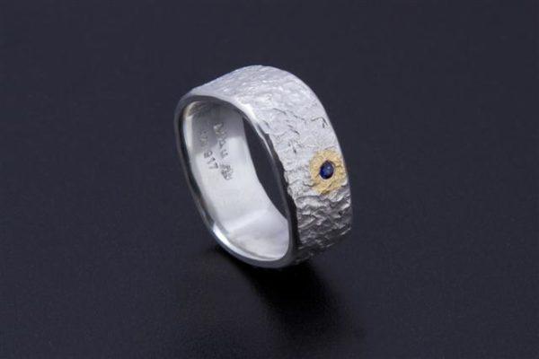 Eisschlagring Antikeck mit Saphier in Silber mit Gold