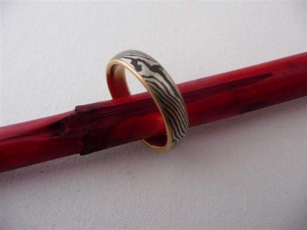 Mokume Gane Ring Silber 925 und Corintium Aes mit Gelbgold 750 innenring